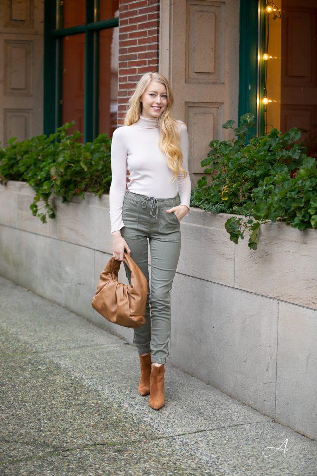 cargo-pants-olive-bottega-shoulder-pouch